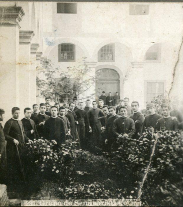 Seminario em S Francisco. Grupo de seminaristas em prinpios do sec. XX em S. Francisco